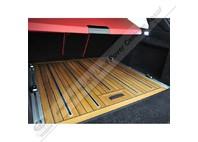 Dřevěná podlaha ( teak ) zavazadlového prostoru